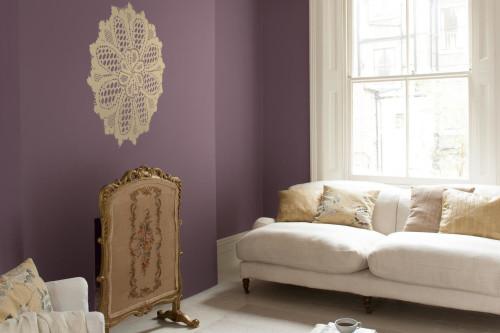 vardagsrum lila sekelskifte väggmålning spets